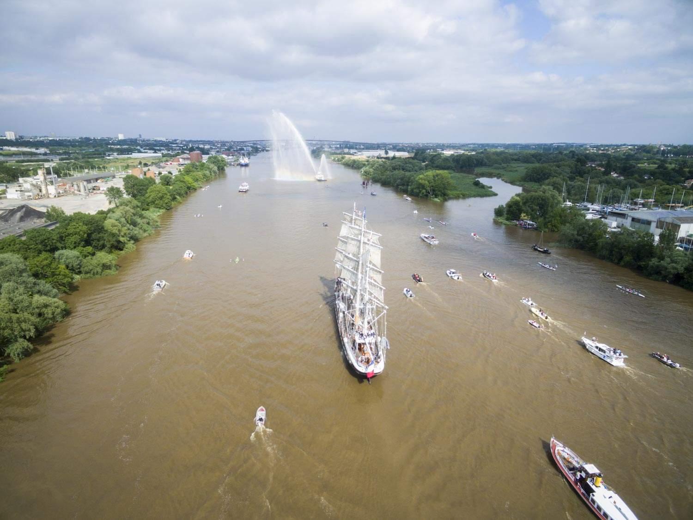 photo de la remontée de Loire du Belem pour l'anniversaire des 120 ans du Belem, debord de Loire.